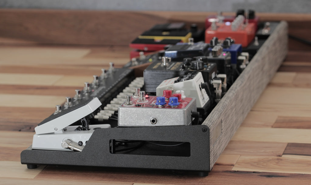 Helweg Design OpenWing Pedalboard with Riser panel