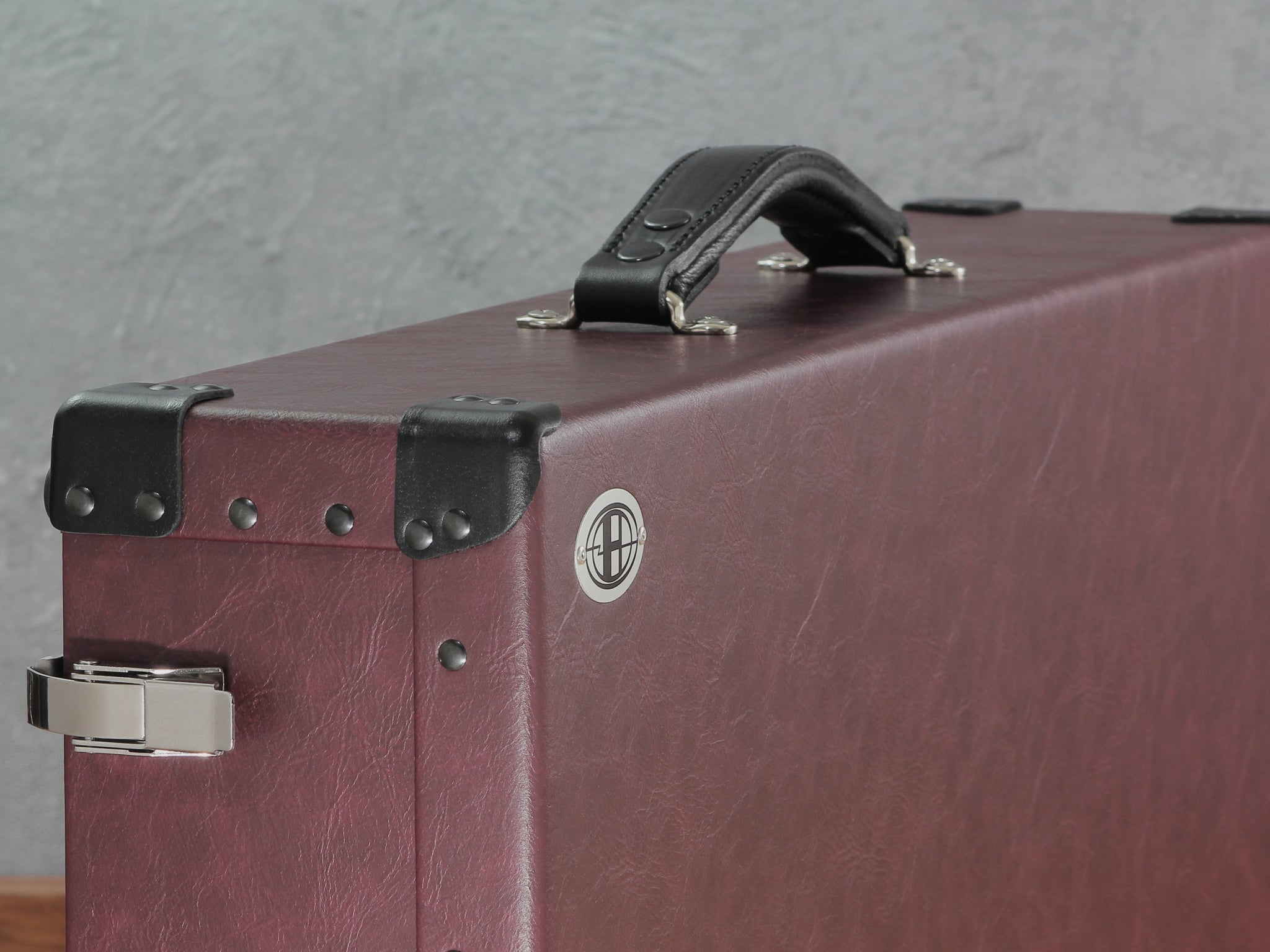Signature Pedalboard Case_black leather trim