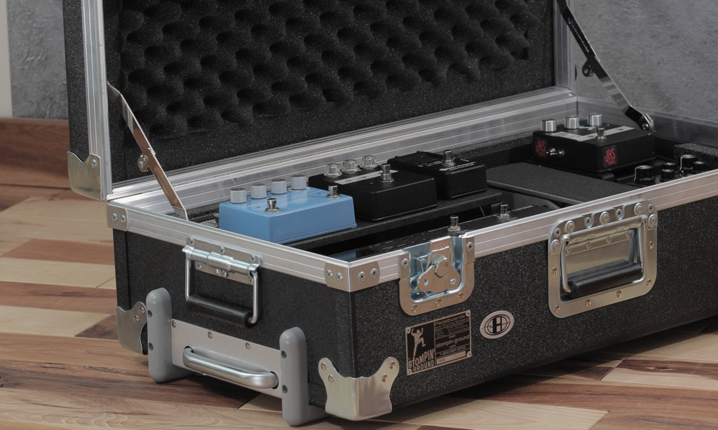 Helweg pedalboard in Duralight flight case