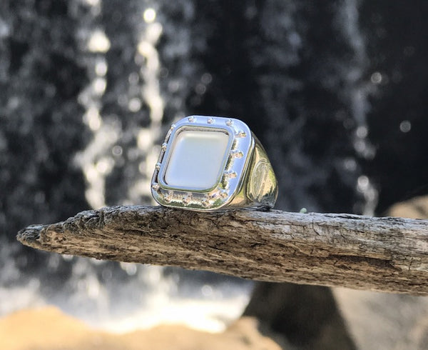 Porthole Ring