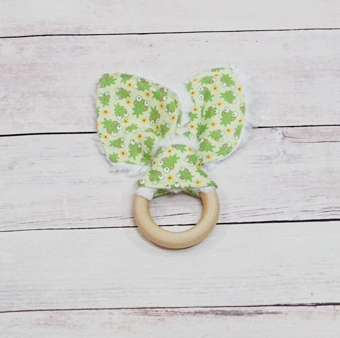 Organic Wooden Teether - Spring Frogs