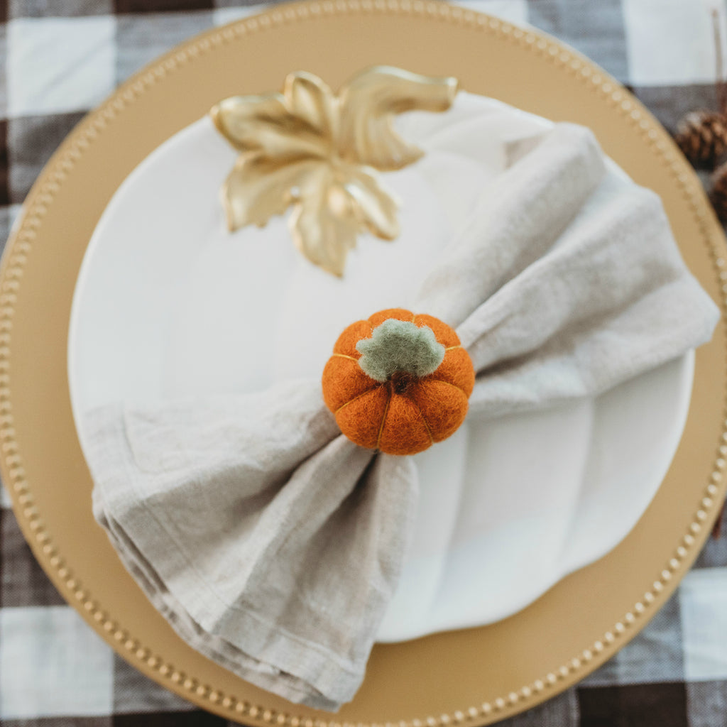 How to Bring the Natural Beauty of Fall to Your Thanksgiving Table