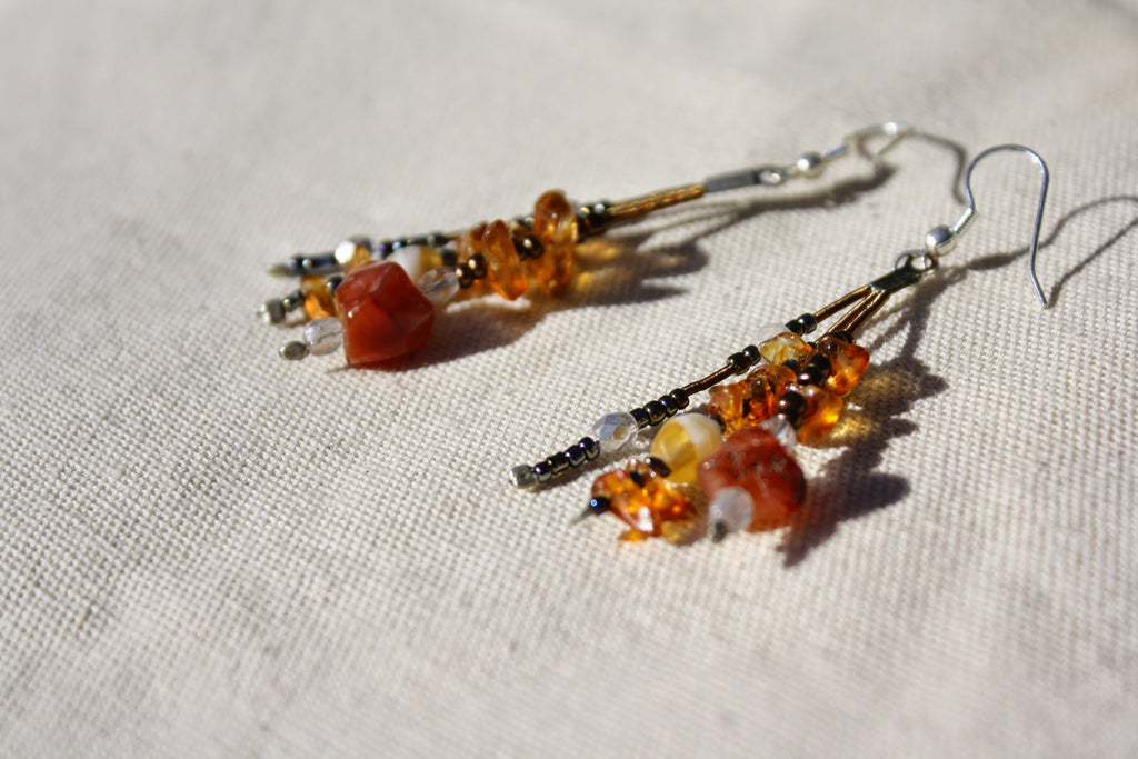 Amber bead dangle earrings