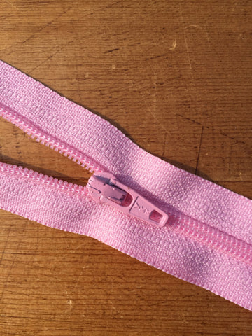 "10""/25cm Light Weight Open Ended Zip - Light Pink (512)"
