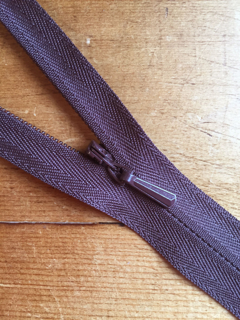 "22""/56cm Concealed Zip - Brown (570) - Craftyangel"