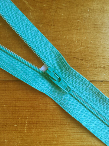"10""/25cm Light Weight Open Ended Zip - Aqua (822)"