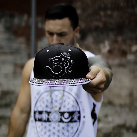 BACK IN STOCK \\ V2 OМ AWAKEN CROWN // Black/Silver // Snapback w/ Interior Pocket