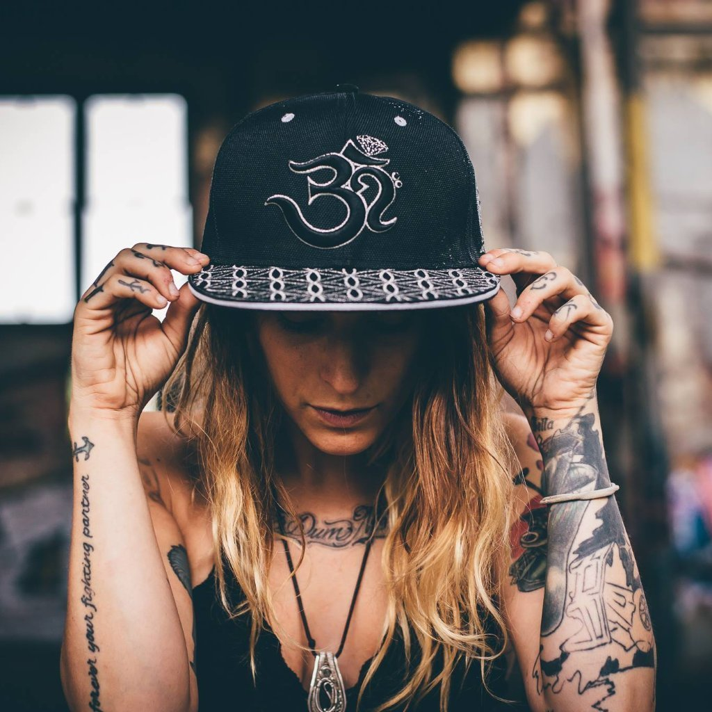 OМ AWAKEN V1 •  Black/Silver • Secret Pocket Hemp Snapback