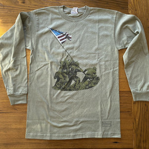 Flag raising on Mount Suribachi - 75th Anniversary of the Battle of Iwo Jima Long-sleeved shirt