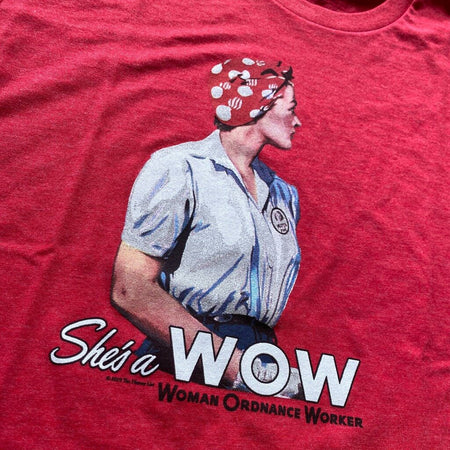 """She's a W.O.W."" V-neck shirt - Vintage red from The History List Store"