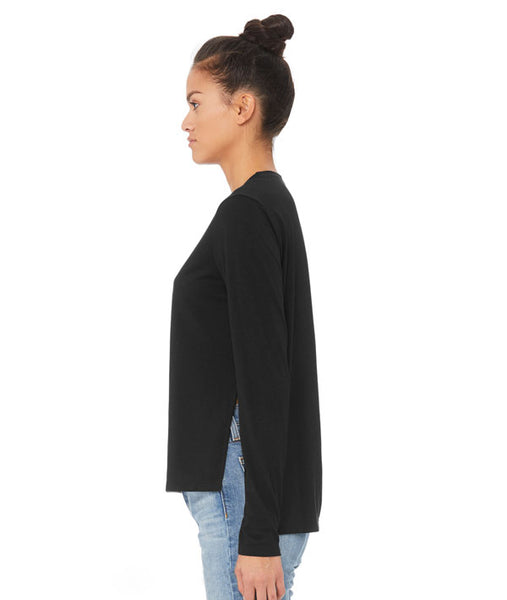 Side view of side slit long sleeve tee