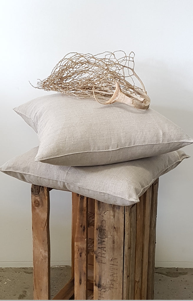 LAUNDERED LINEN CUSHION IN FLAX