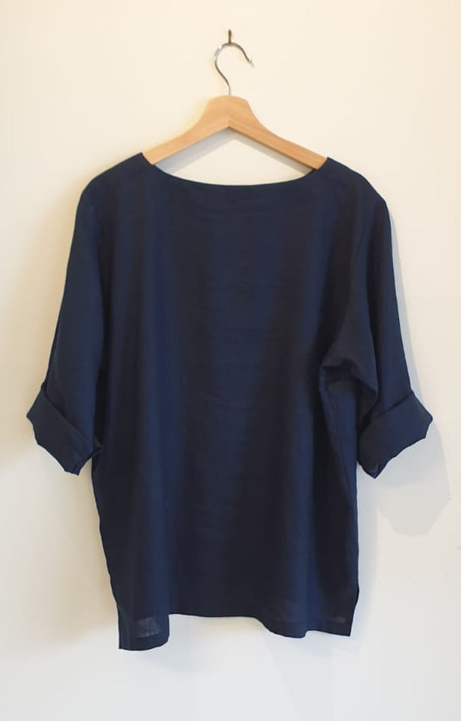 BOAT NECK TOP IN NAVY LINEN