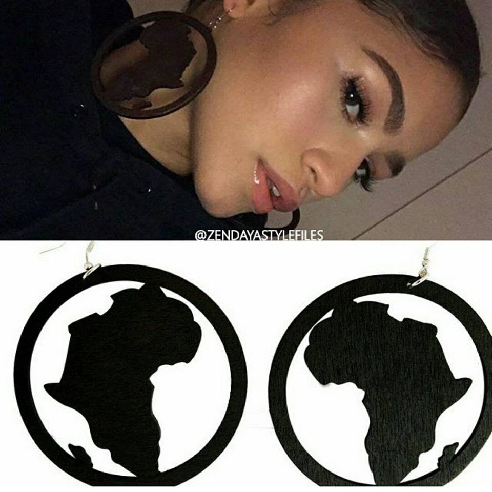 Queen Zendaya - Wooden map of Africa earrings