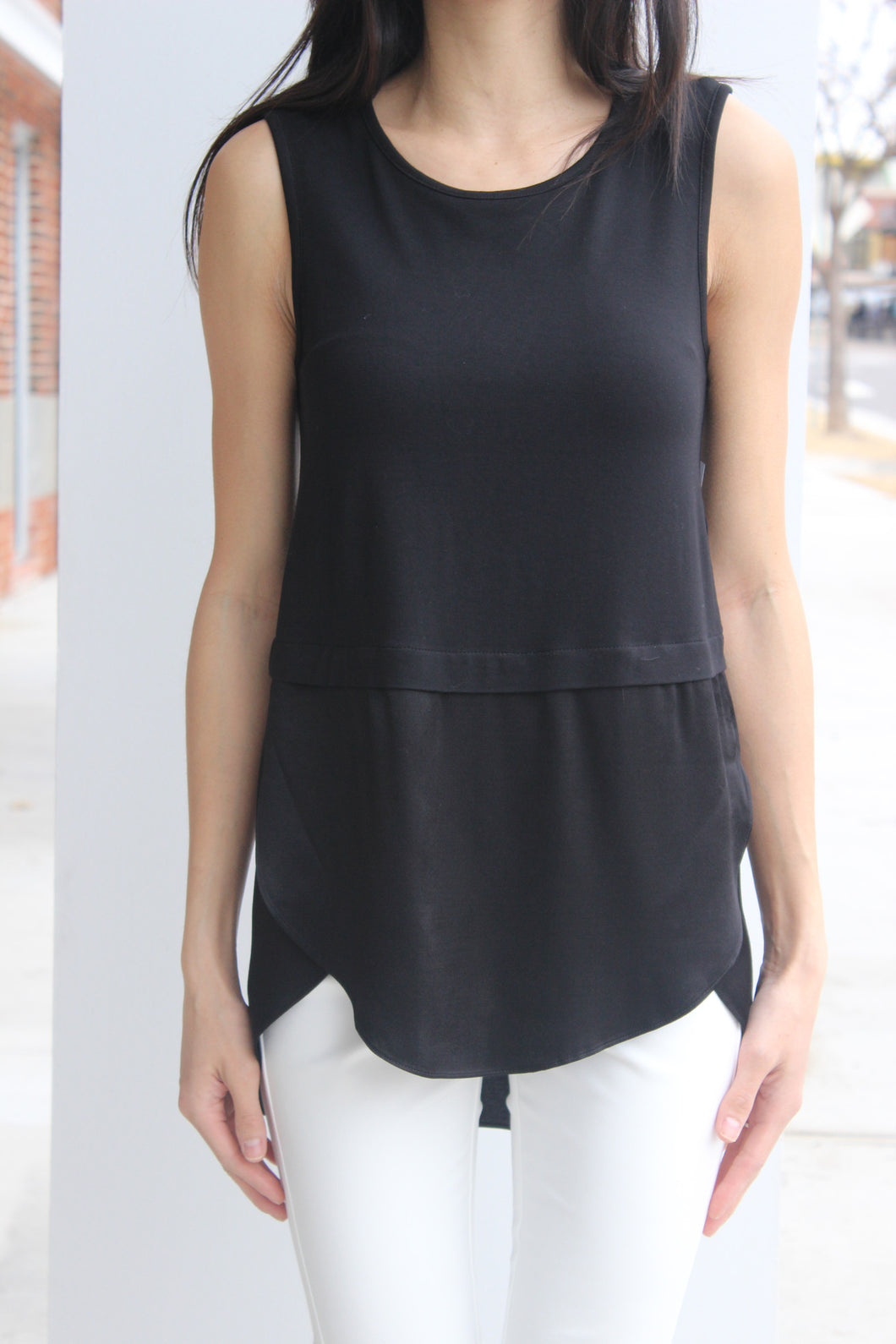 Crewneck Sleeveless Blouse