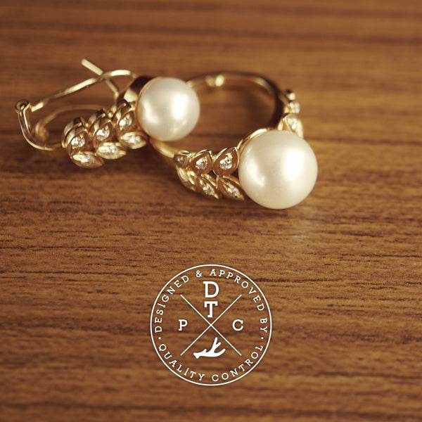 Tailor-made 18K Yellow Gold Pearl Ring with diamonds
