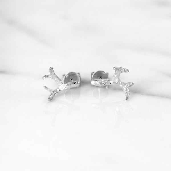 Small antler earrings in White Gold