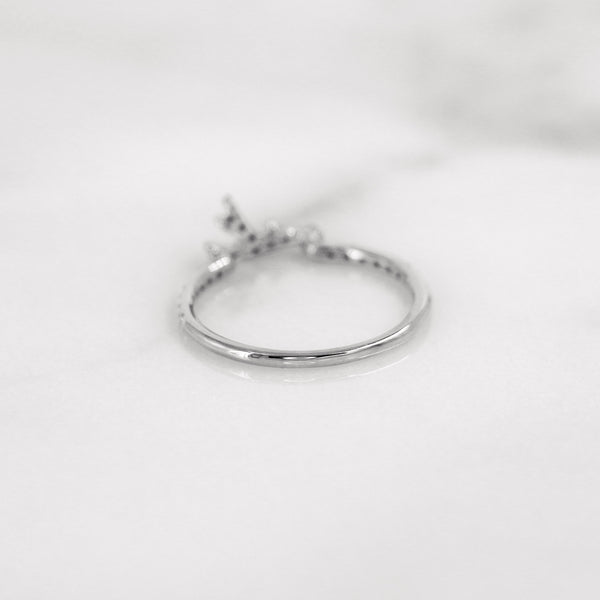 Delicate diamond antler ring in white gold.