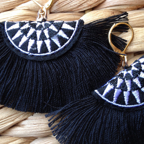 Embroidery & tassel earrings - Japri