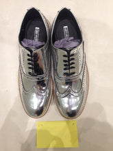 Ladies 10.5 Gents 9 US | 8 UK | 43 EU Silver/mirror/chrome (sample sale) F