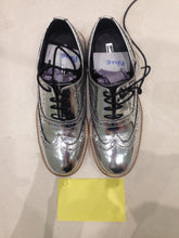 Ladies 7.5 Gents 6 US | 5 UK | 38 EU Silver/mirror/chrome (sample sale) L