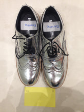 Ladies 8.5 Gents 7 US | 6 UK | 39 EU Silver/mirror/chrome (sample sale) V