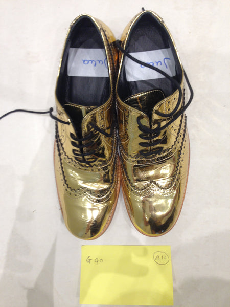 Size 6 gold/mirror (sample sale) A12