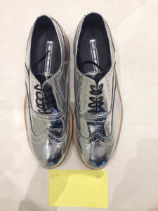 Ladies 9.5 Gents 8 US | 7 UK | 41 EU Silver/mirror/chrome (sample sale) A6
