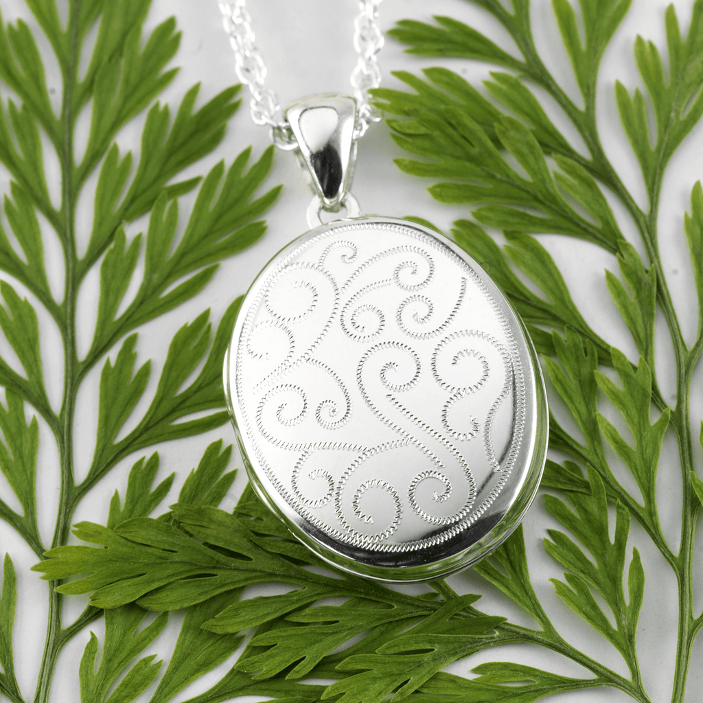 Curling Scrolls Locket 20 mm - The Locket Tree