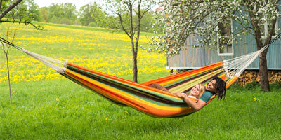 Couple lying in Paradiso Esmerelda Double hammock