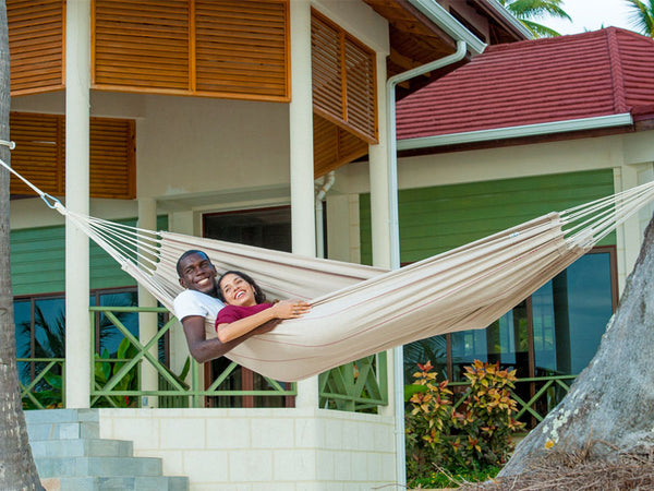 Couple lying in Arte Sand Hammock