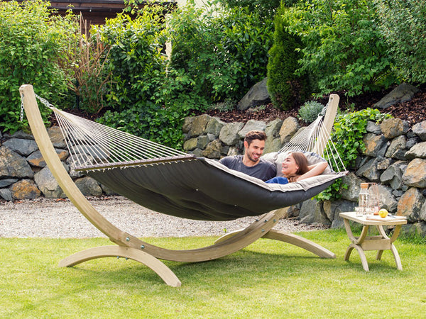 Couple lying on Fat Hammock on Olymp Stand in garden
