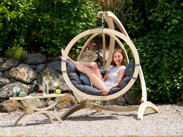 Woman lying in Globo Single Anthracite Wooden Swing Chair Set