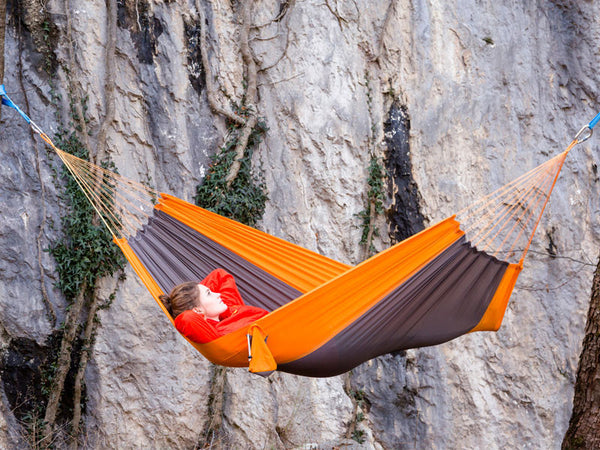 Woman in Silk Traveller Hammock Techno Orange Grey by cliff