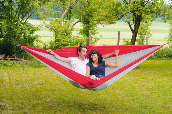 Man and woman sitting in Silk Traveller XXL Hammock
