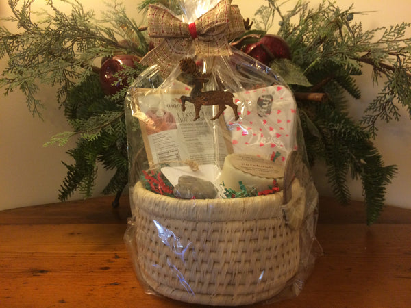 "Holiday Gift Basket ""Amour"""
