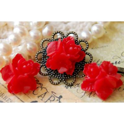 4 Pieces Red Resin Star Flower Cabochons - Bloomin Baubles