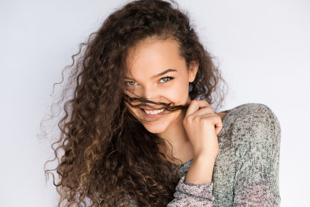 5 TIPS FOR FRIZZ-FREE CURLS!