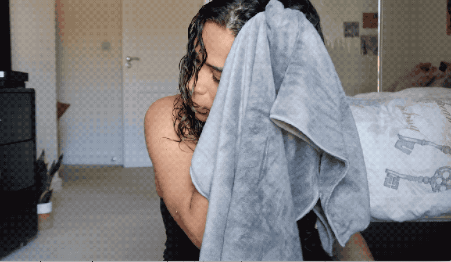 How to dry curly hair with a microfibre towel