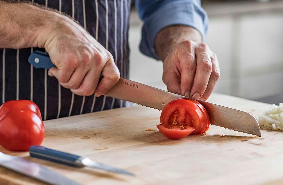 Good knife set: A chef cuts a tomato with a Misen serrated knife