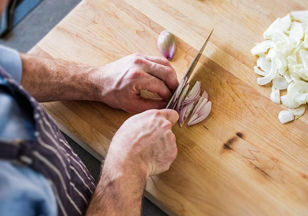 Santoku vs. chef's knife: A cook cuts scallions