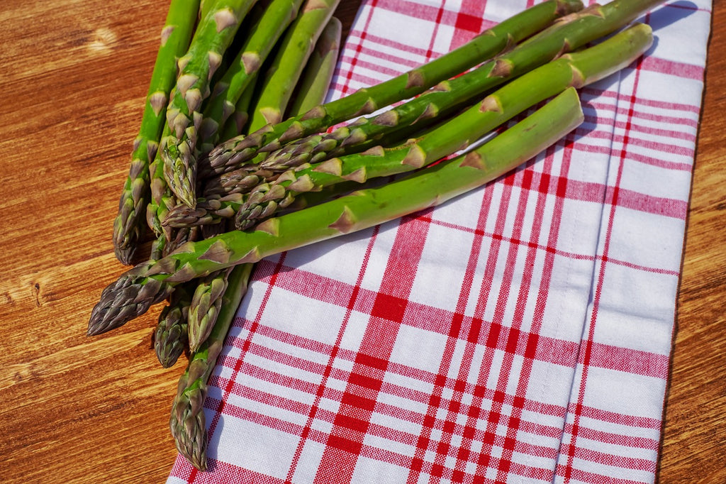 How to cut asparagus: whole asparagus spears