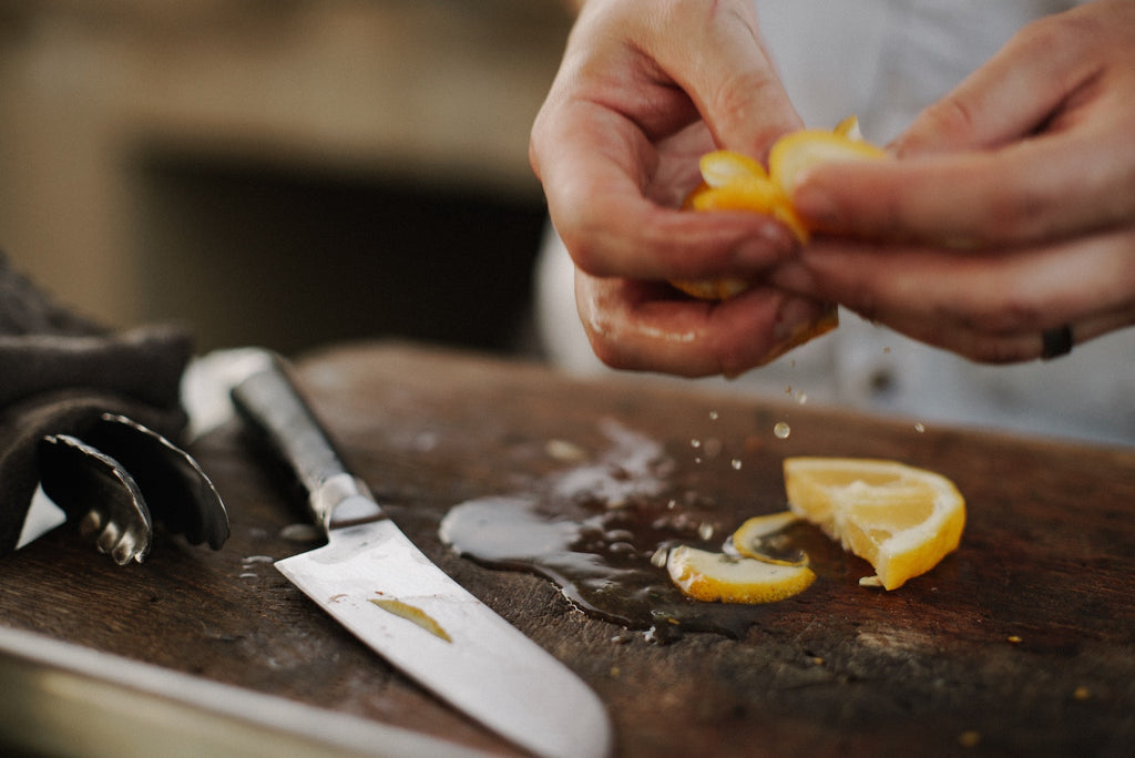 How to sharpen a knife: a lemon sliced by a chef's knife