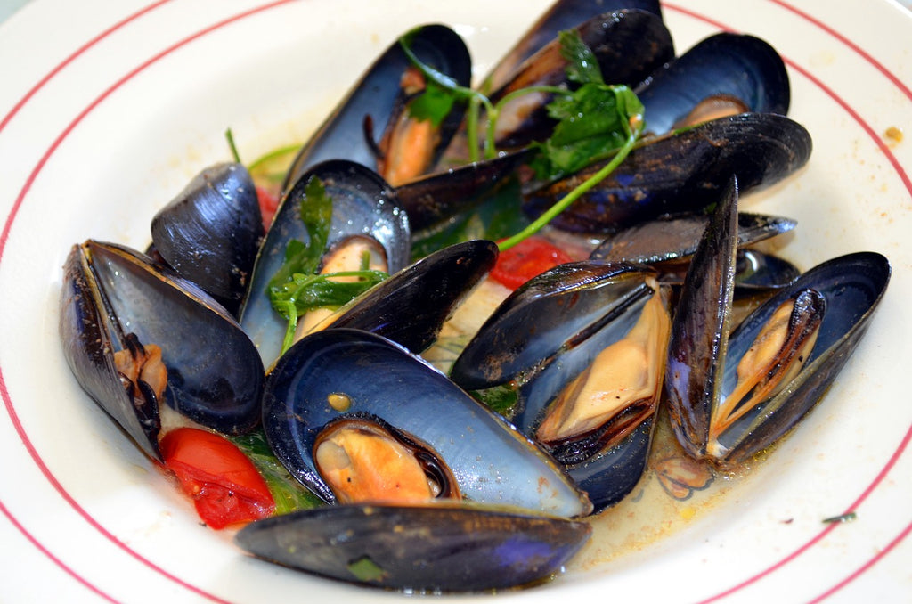 Skillet cooking: a bowl of sautéed mussels