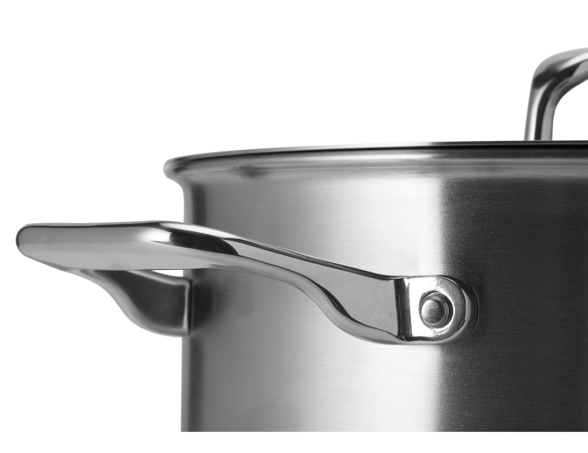 The Misen 3QT Saute also features an additional helper handle that makes this pan even easier to move around.