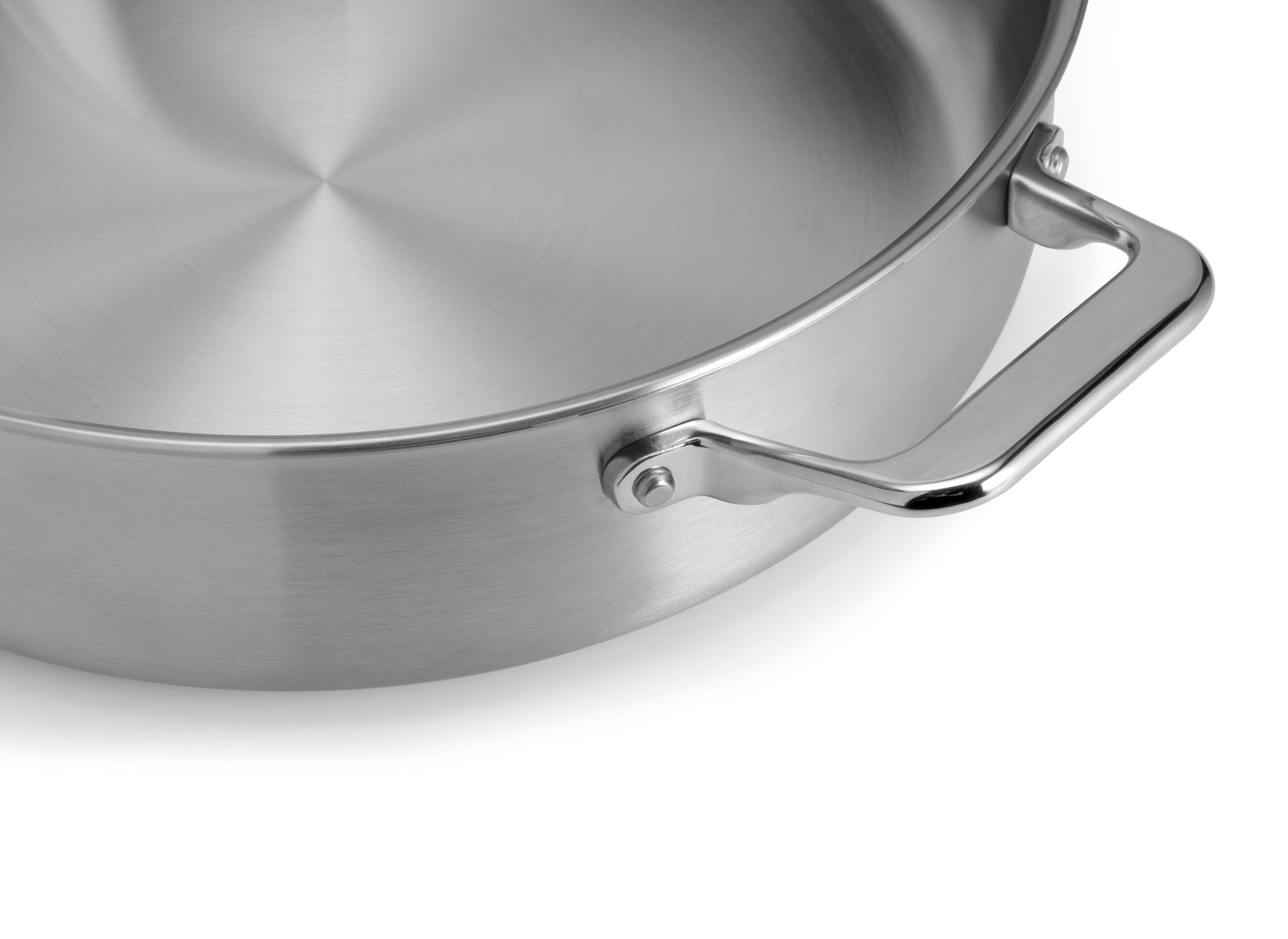 The handles of the Misen 6 QT Rondeau provide ample room for a comfortable grip.