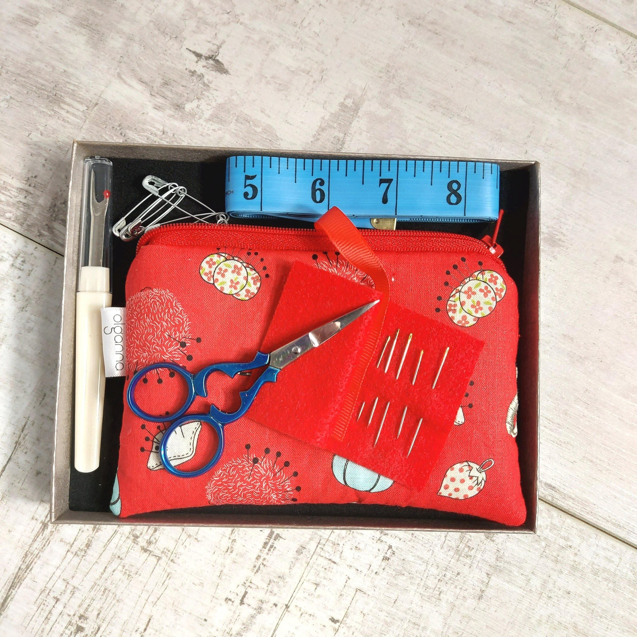 Christmas 🎄 Theme Sewing Kit Gift Set