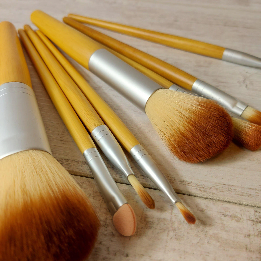 Set of 9 bamboo make up brushes
