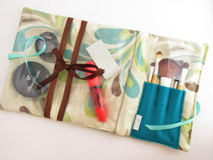 Gift set containing Make Up Wrap, Make Up Bag and Brushes