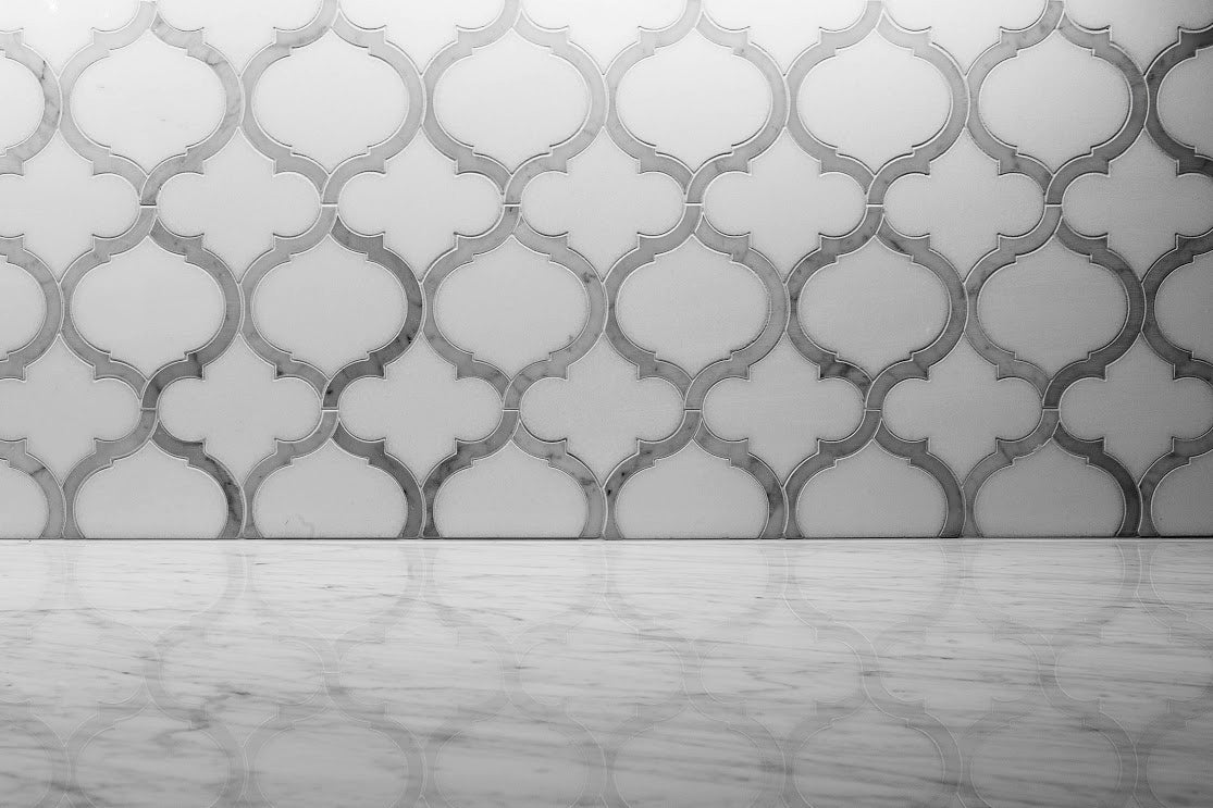 Arabesque Kitchen Backsplash Waterjet Mosaic Marrkech White Thassos & Carrara Marble